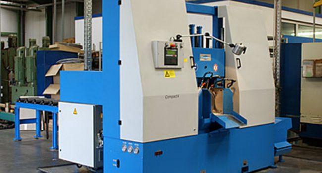 mechanische metallbearbeitung schoenebeck mierwald cnc saegen bandsaege bandsaegeautomat maschine bearbeitungszentrum bedienpult